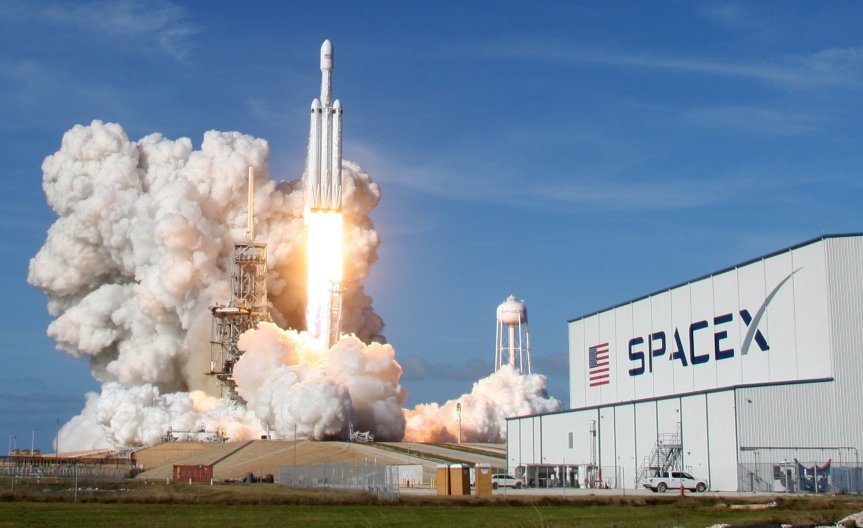 SpaceX Success: Falcon Heavy Launches WithoutProblems